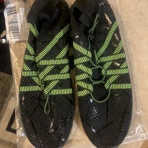 New in package unisex water shoes